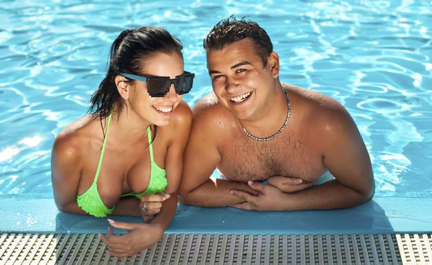 זוג בבריכה (צילום: Thinkstock)