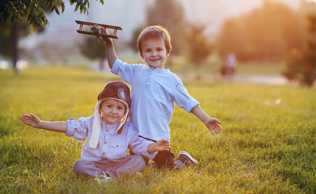 שני ילדים משחקים (צילום: אימג'בנק / Thinkstock)