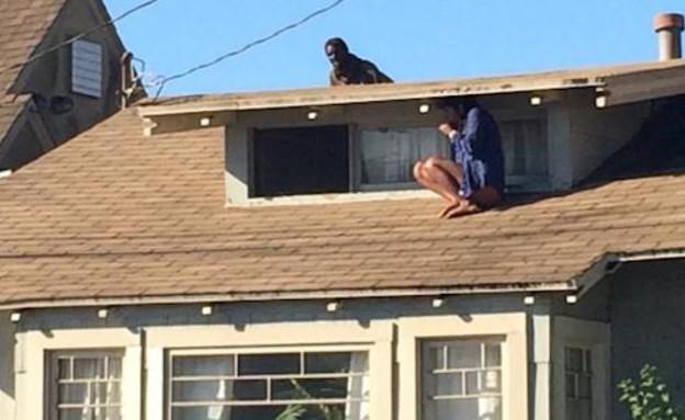 מסתתרת על הגג (צילום: יוטיוב )