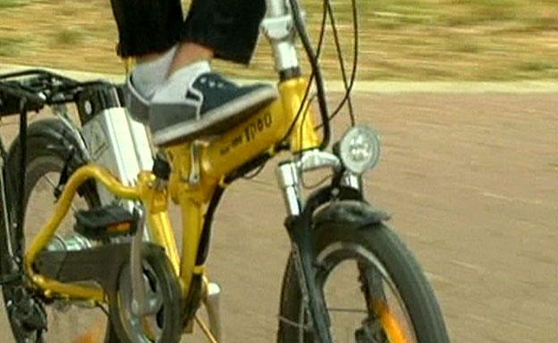 מספר האופניים עולה - וגם הסכנה להולכי הר (צילום: חדשות 2)