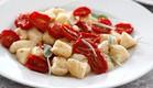 ניוקי עם מרווה, עגבניות שרי ובייבי מוצרלה (צילום: אפיק גבאי ,אוכל טוב)