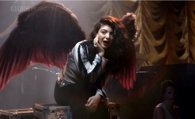 לורד עם כנפיים (צילום: צילום מסך מתוך youtube)