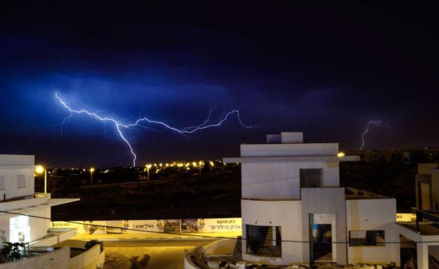 ברקים בבאר שבע (צילום: אשלי קוזלוב)