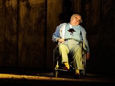 """מתוך האופרה """"מותו של קלינגהופר"""" (צילום: רויטרס)"""