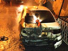 הרכב שנשרף, הלילה (צילום: דוברות כבאות מחוז חוף)