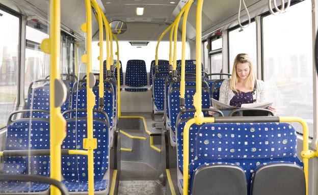בחורה באוטובוס (צילום: thinkstock ,thinkstock)