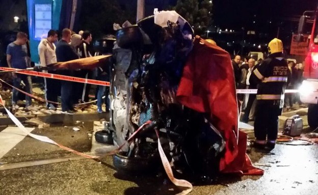 """הרוג ו-3 פצועים בתאונה (צילום: ערן לפל, דוברות מד""""א)"""