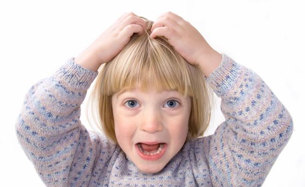 ילד מגרד בראש (צילום: אימג'בנק / Thinkstock)
