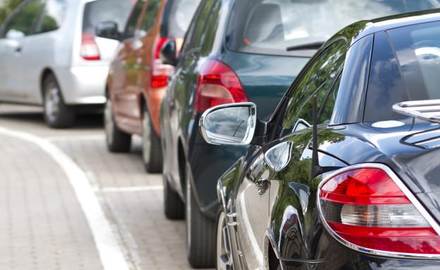 מגרש מכוניות (צילום: thinkstock ,thinkstock)