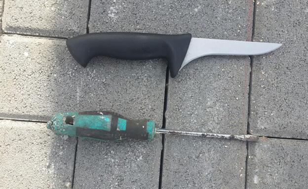 הסכין והמברג שנמצאו (צילום: חטיבת דובר המשטרה)