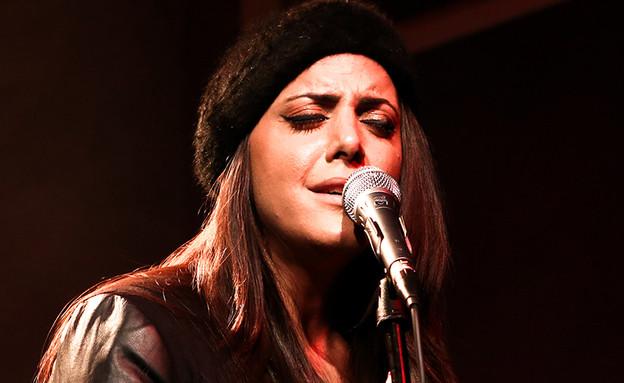 נסרין קדרי בהופעה (צילום: אורית פניני)