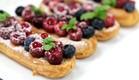 """אקלר מסקרפונה ופירות אדומים (צילום: עידית נרקיס כ""""ץ ,אוכל טוב)"""