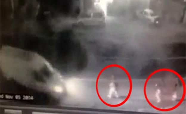 """""""התאונה"""" בגוש עציון: פיגוע דריסה (צילום: מצלמת אבטחה)"""