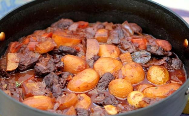 """תבשיל בקר ביין  (צילום: עידית נרקיס כ""""ץ ,אוכל טוב)"""