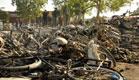 ההרס הרב לאחר הפיגוע סמוך למסגד (צילום: רויטרס)