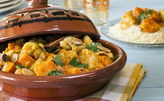 טאג'ין עוף עם ירקות כתומים  (צילום: אסף אמברם ,אוכל טוב)