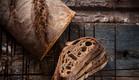 קרום עבה וחלומי. לחם שאור (צילום: אפיק גבאי ,לאפות, לבשל, לאהוב)