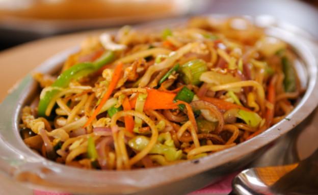 נודלס עם ירקות (צילום: istockphoto ,istockphoto)