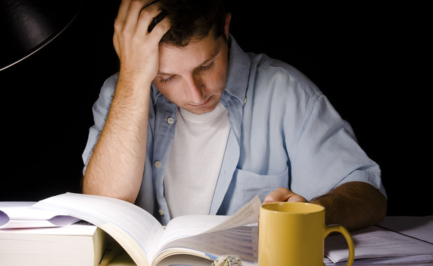 גבר לומד למבחן (אילוסטרציה: thinkstock ,thinkstock)
