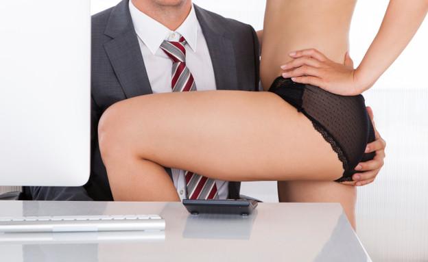 סקס במשרד (צילום: אימג'בנק / Thinkstock)