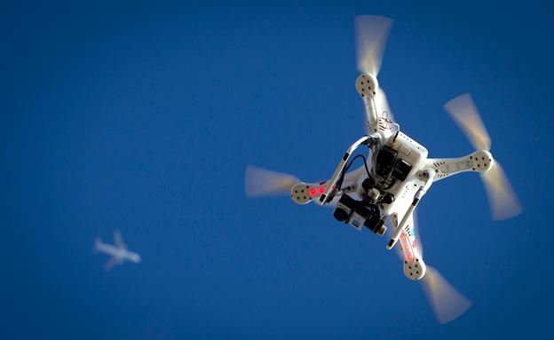 """שילוב מסוכן: מזל""""ט ומטוס אזרחי (צילום: רויטרס)"""