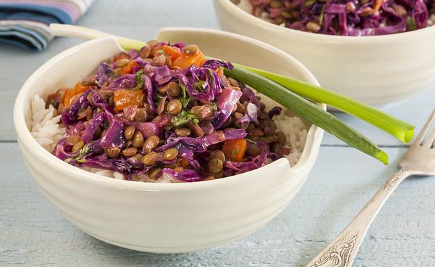 תבשיל עדשים וירקות על אורז לבן (צילום: אסף אמברם ,אוכל טוב)