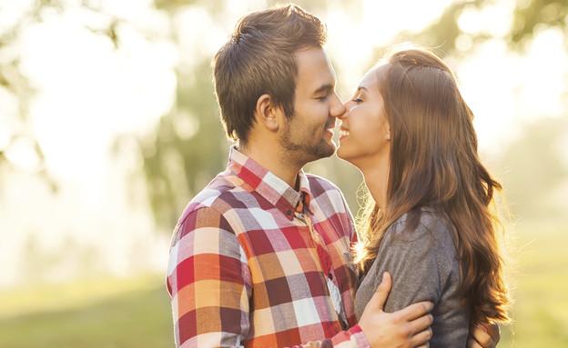 זוג מתנשק (צילום: אימג'בנק / Thinkstock ,mako)