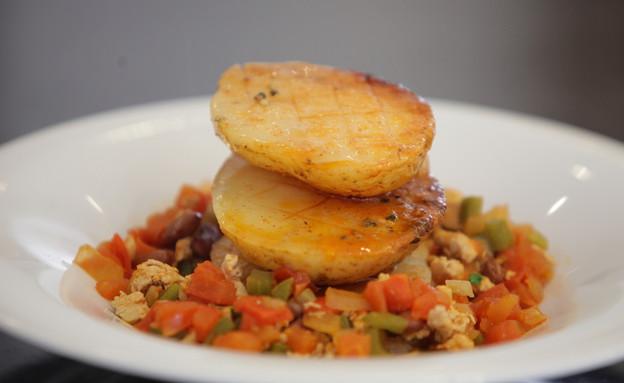 תפוחי אדמה עם צ'ילי קון קרנה (צילום: יהודה לוי ,ויקטורי)