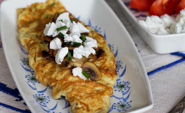 """אומלט ממולא בפטריות וצפתית (צילום: עידית נרקיס כ""""ץ ,אוכל טוב)"""