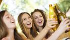 נשים שותות בירה (צילום: אימג'בנק / Thinkstock ,mako)