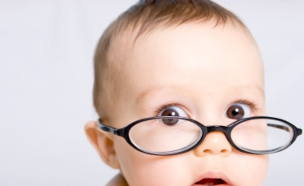 ילד עם משקפיים (צילום: istockphoto ,istockphoto)