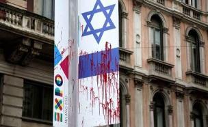הדגל שהושחת במילאנו (צילום: La Repubblica)