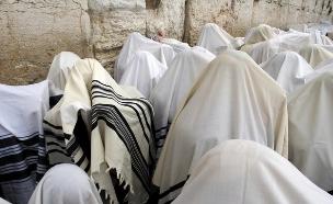 מתפללים בכותל (צילום: אימג'בנק / Thinkstock)
