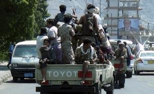 לוחמים חותים ברחובות תימן, השבוע (צילום: רויטרס)