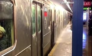 ההצפה ברכבת התחתית (צילום: CNN)