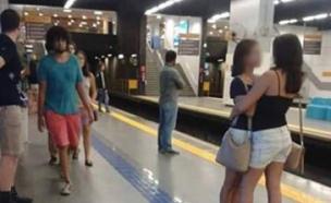 זוג נשים מתנשקות ברכבת התחתית (צילום: מתוך פייסבוק)
