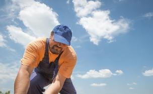 חקלאי עובד בשדה (אילוסטרציה: thinkstock ,thinkstock)