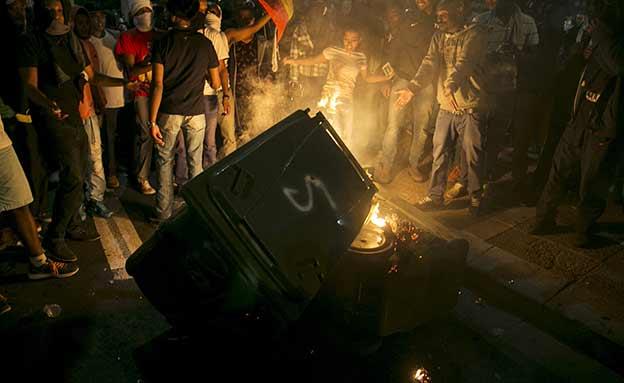 לילה של זעם: הרס ופצועים בתל אביב (צילום: רויטרס)