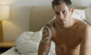 גבר במיטה (צילום: אימג'בנק / Thinkstock)