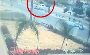 תיעוד: רכב פוגע בבת 16 ברהט - ונמלט מהמקום