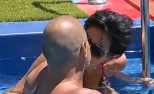 איציק ונטלי מתנשקים בבריכה (צילום: mako  ,קשת)