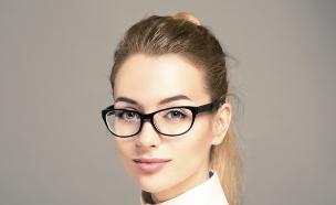 אישה עם משקפיים (צילום: אימג'בנק / Thinkstock)