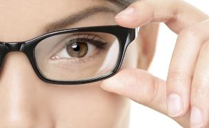 אישה במשקפיים (צילום: אימג'בנק / Thinkstock)