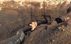 דליפת נפט בערבה, צינור (צילום: המשרד להגנת הסביבה)