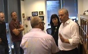 הפשיטה על משרדו של פישר (צילום: חדשות 2)