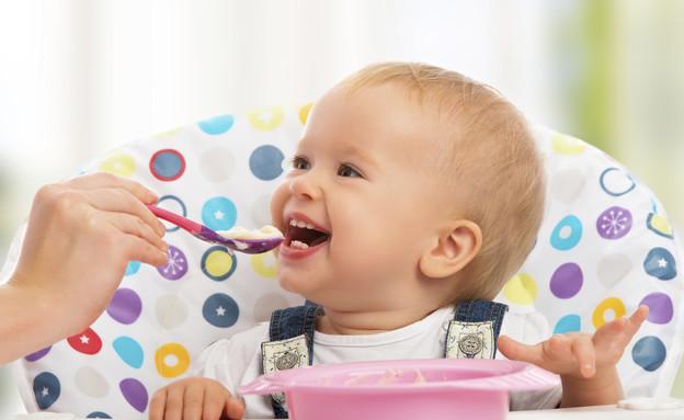 תינוק אוכל (צילום: אימג'בנק / Thinkstock)