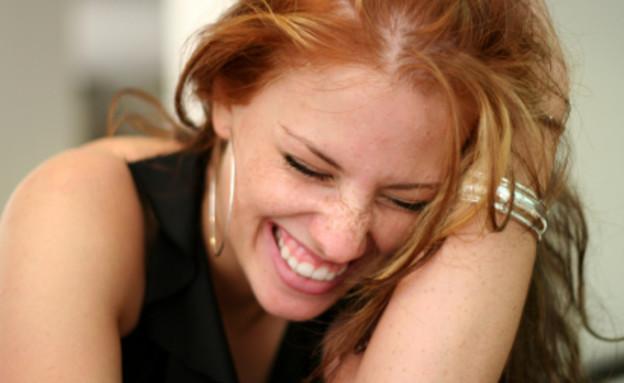 בחורה צוחקת (צילום: istockphoto ,istockphoto)