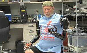 יד רובוטית (צילום: יוטיוב  ,יוטיוב)