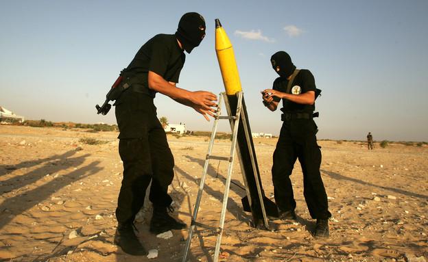 פעילי טרור מתכוננים לשיגור (צילום: getty images)