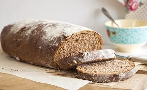 לחם אגוזים מקמח מלא (צילום: אסף אמברם ,אוכל טוב)